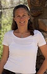 Laura Perdew headshot